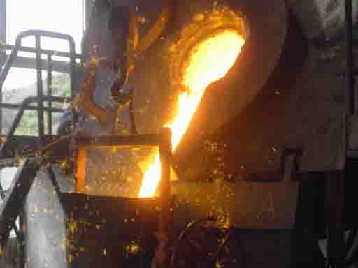 Why is induction furnace suitable for medium and small factories?